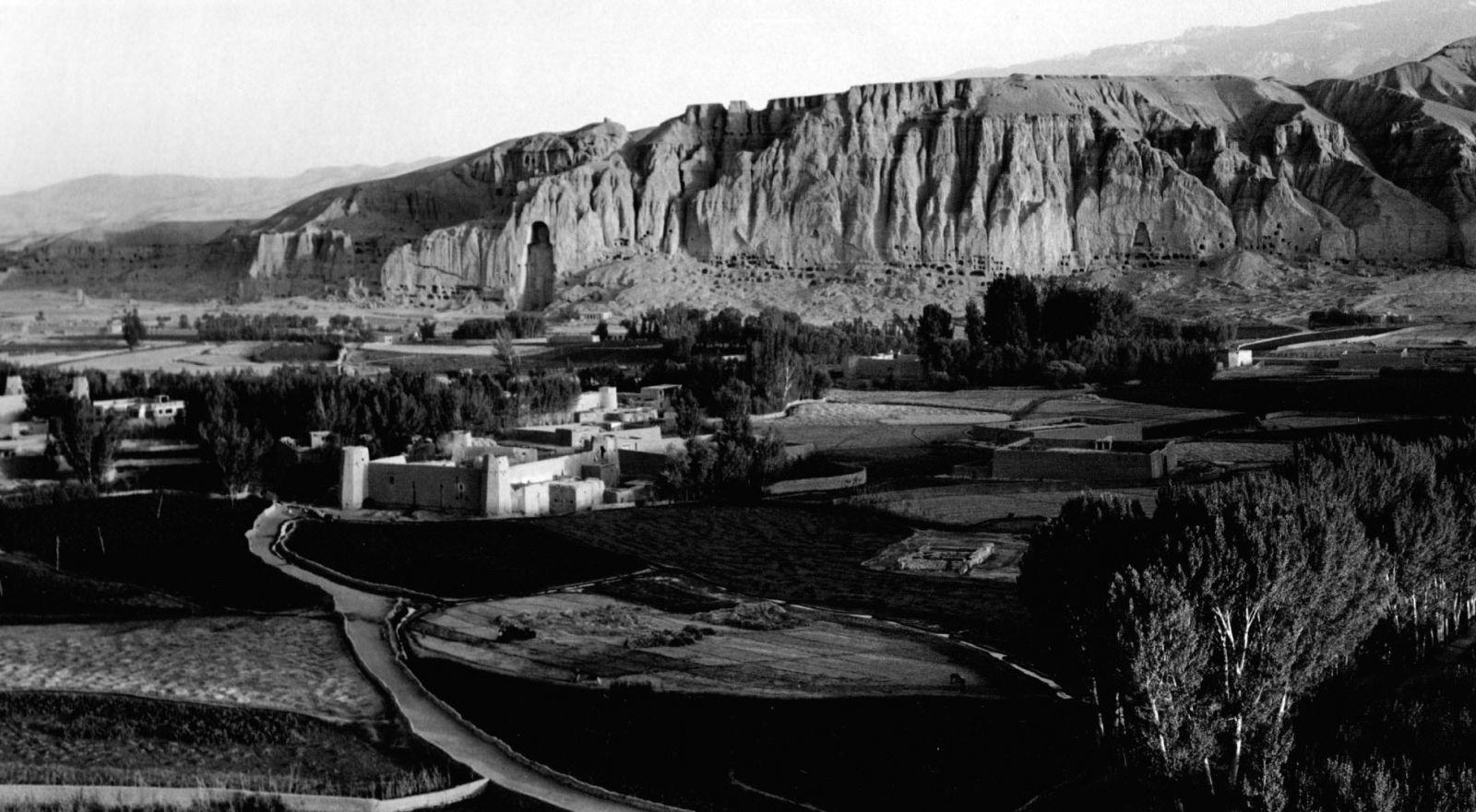 1falaise-de-Bamyan-Afghansitan-1968