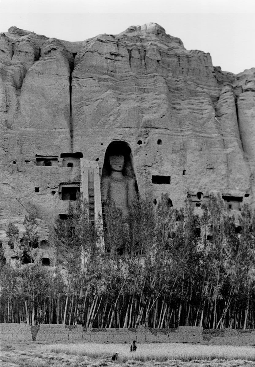 5-Falaise-et-bouddha-a-lest-Bamyan-1968-1